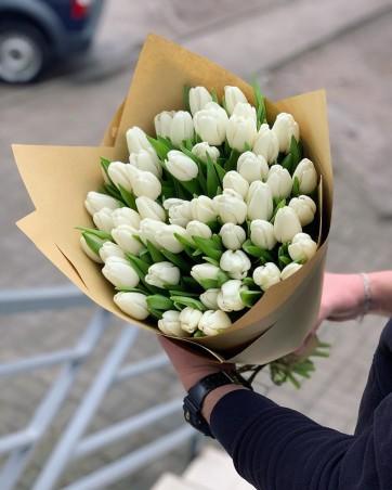 """Puokštė baltų tulpių  51vnt """"Proud"""""""