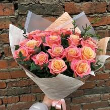 """Puokštė rožių """"Fiby 19vnt + žaluma"""